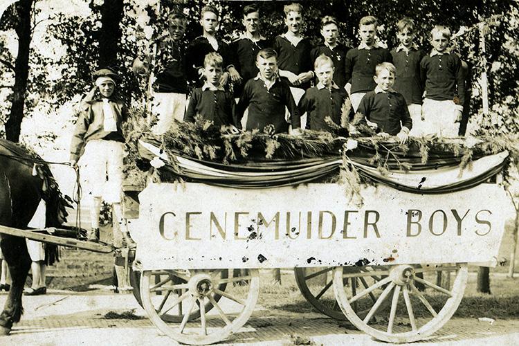 Een van de eerste elftal foto's van Sportclub Genemuiden
